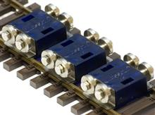 ROLLING ROAD H0 SCALE TRANSPARANCY BLUE (SET FOR 3 AXLES)